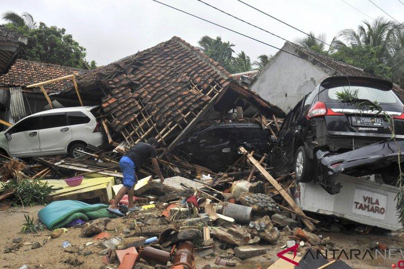 Relawan TurunTangan dan organisasi kemanusiaan Malaysia renovasi rumah di Pandeglang