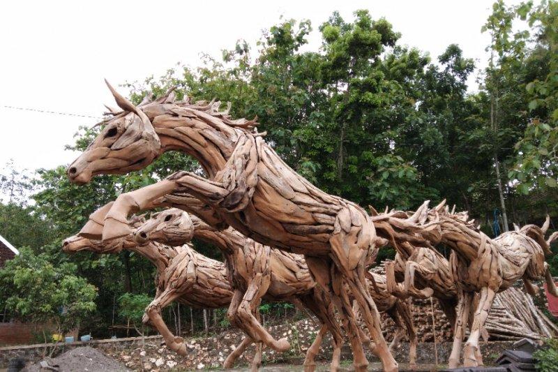 Kursi Kayu Bekas Jogja  kerajinan akar kayu selopamioro dipasarkan sampai eropa