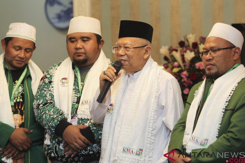 Maruf Amin  Menerima Relawan Sarung