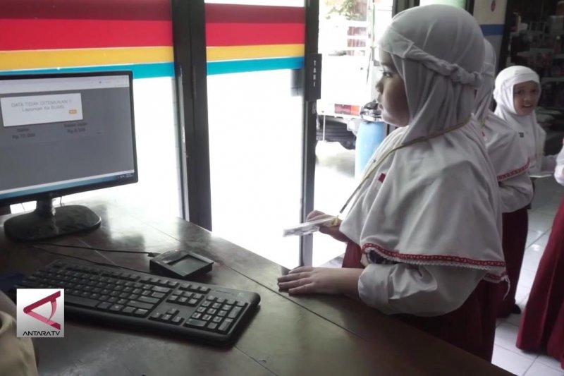 Jajan di sekolah secara elektronik