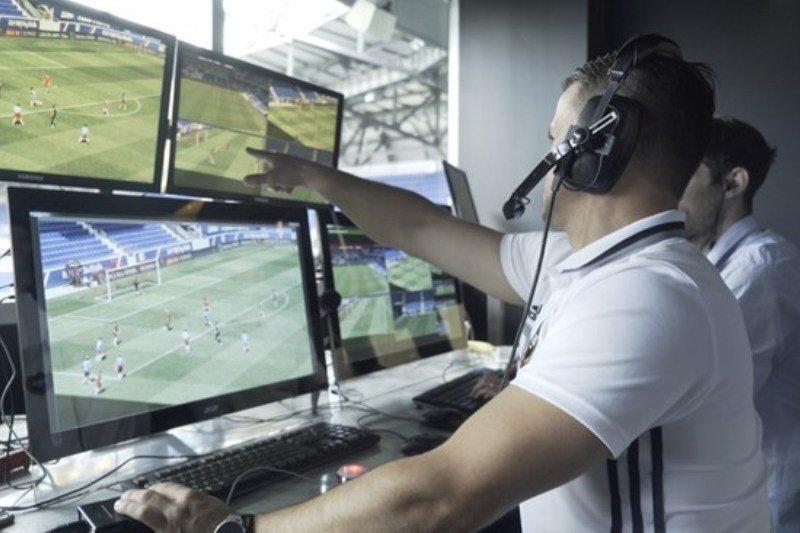 Liga Champions fase 16 besar mulai gunakan VAR