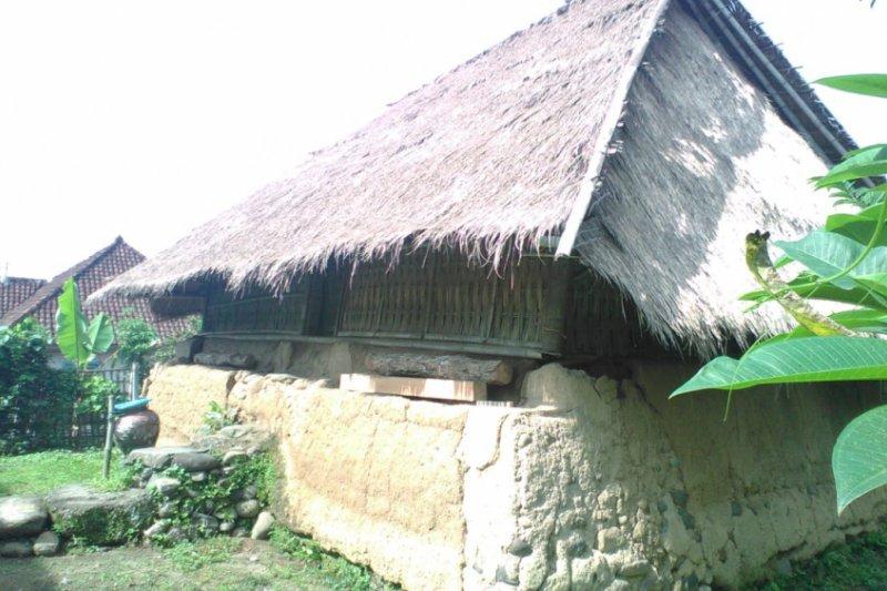 Melihat masjid kuno di Karang Bayan