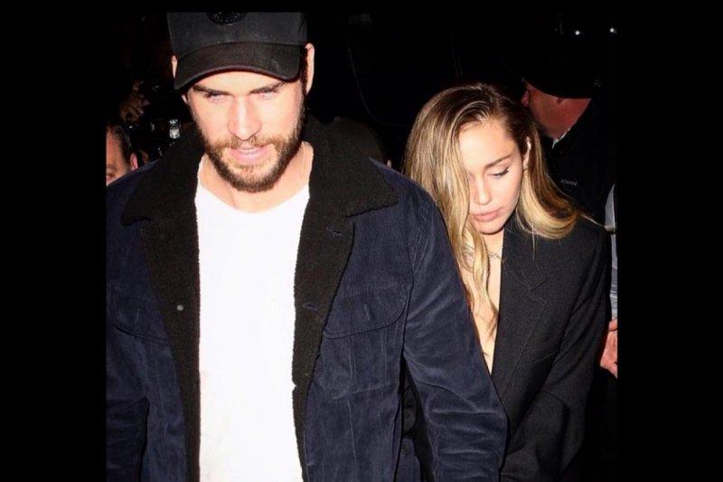 Liam Hemsworth ke bar, Miley Cyrus ditemani Kaitlynn Carter