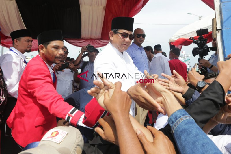 Prabowo ziarahi kuburan massal korban tsunami di Aceh