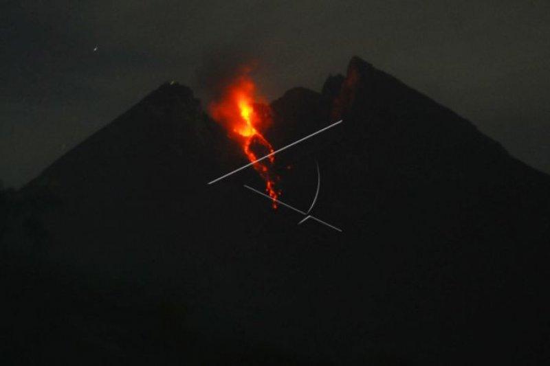 "Guguran lava pijar Merapi diminati wisatawan ""volcano tour"" malam"