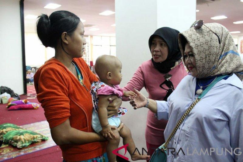 Kepala Dinas Kesehatan Kunjungi Pengungsi