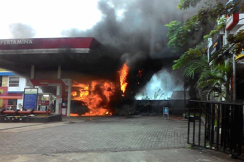 Pertamina tambah pasokan BBM di sekitar SPBU terbakar