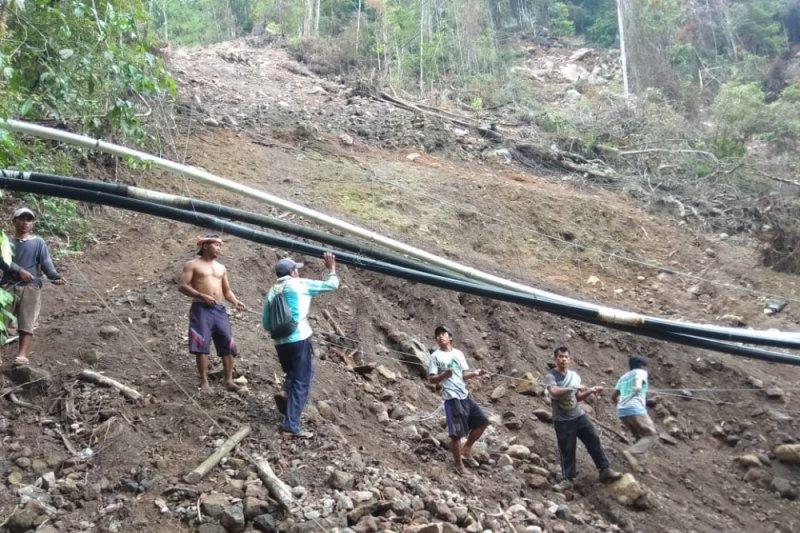 Banjir bandang hanyutkan pipa air warga Dusun Senaru