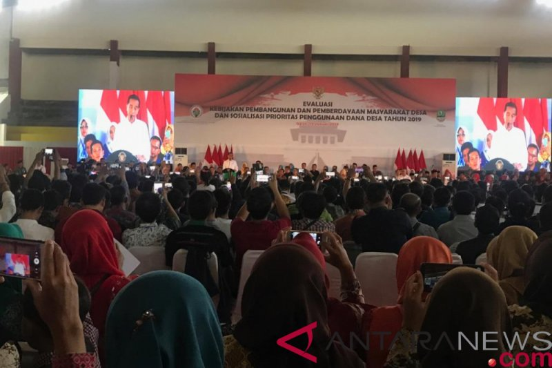 Jokowi tegaskan dana desa jangan sampai kembali ke Jakarta