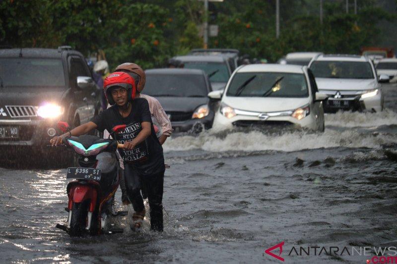 Kawasan perumahan elite di Surabaya Barat kebanjiran
