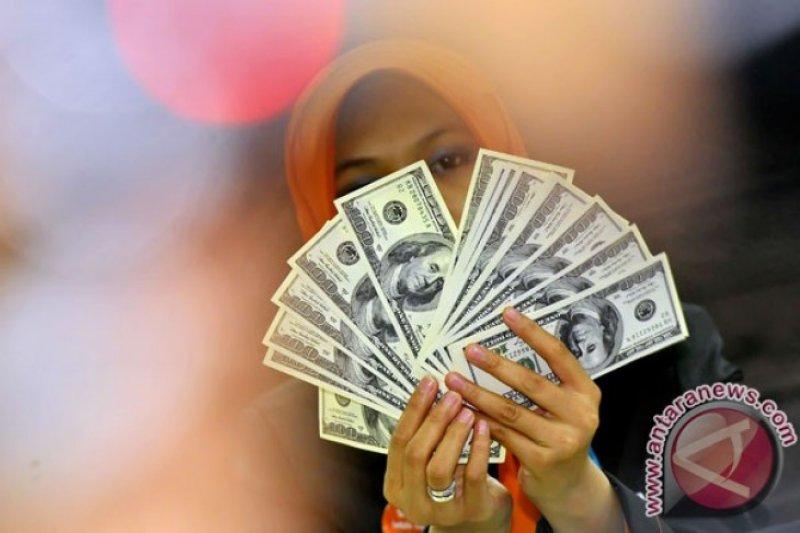 Dolar sedikit menguat terkait sengketa perdagangan AS dan China