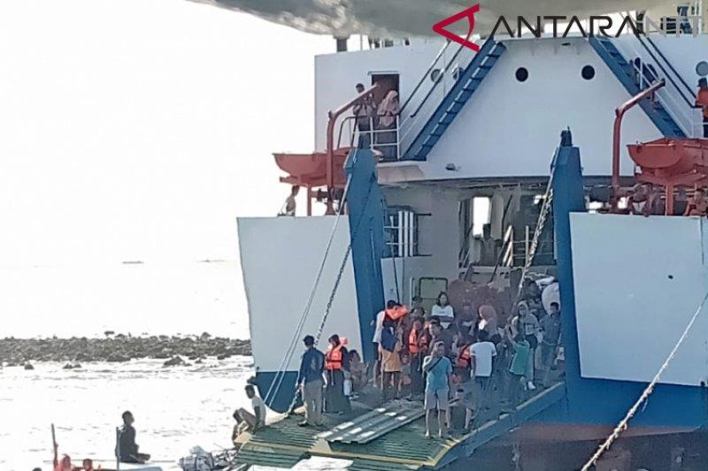 KMP Feri Sangke Palangga karam di Pulau Pasir, Nagekeo