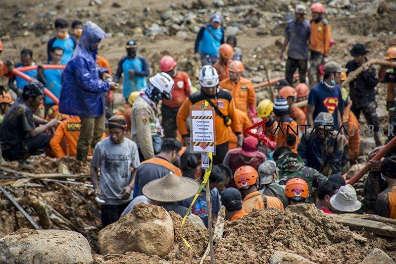 10 korban longsor Sukabumi masih belum ditemukan