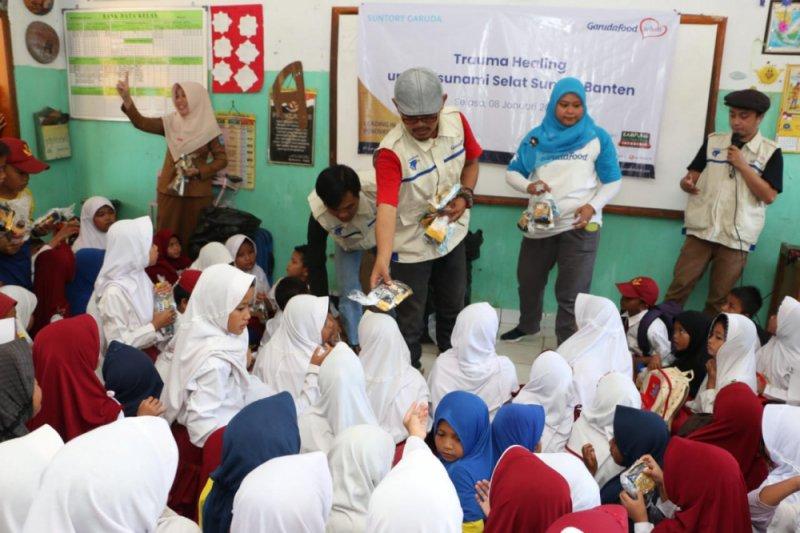 Anak-anak korban tsunami terhibur pelawak Narji dan Idan