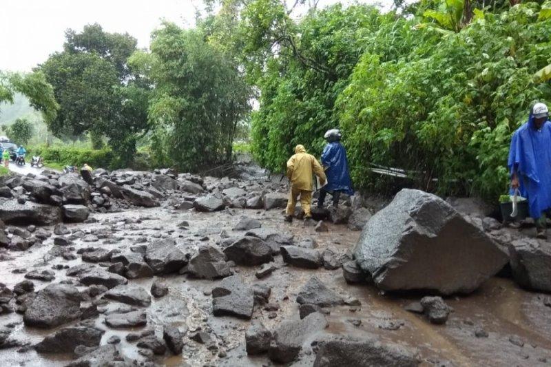 Jalur Sembalun Lombok tertutup banjir dan longsor