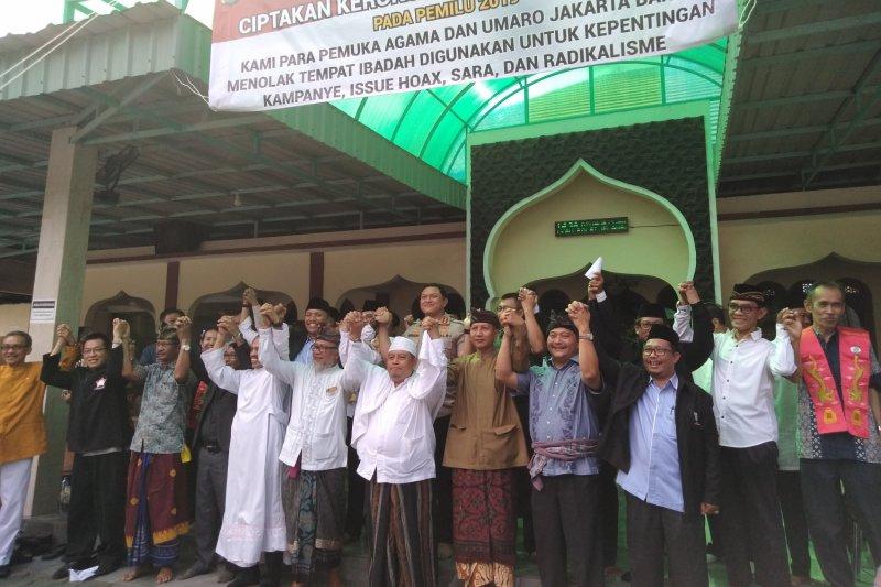 Seribuan spanduk tolak kampanye politik di tempat ibadah Jakbar terpasang