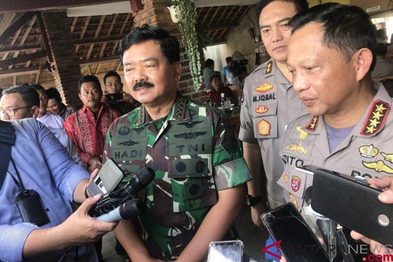 """Terkait foto """"dua jari"""", Panglima TNI-Kapolri Bantah itu dukung Prabowo-Sandi"""