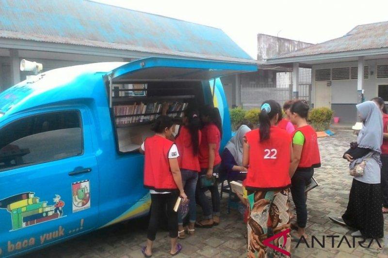 Perpustakaan Keliling Pekanbaru pinjamkan buku untuk lapas perempuan-anak