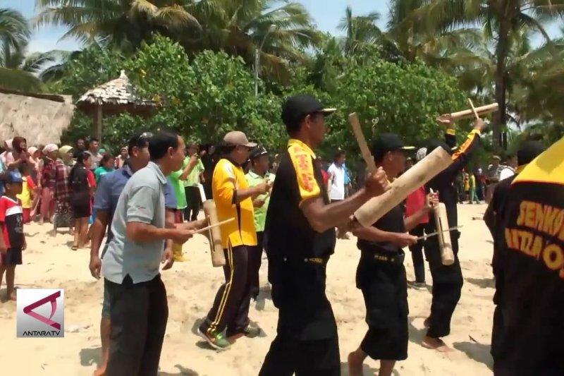 Tanggap bencana tsunami di Pantai Mustika Pancer