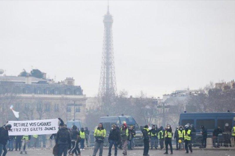 102 Pemrotes Rompi Kuning ditangkap di Prancis saat protes berlanjut