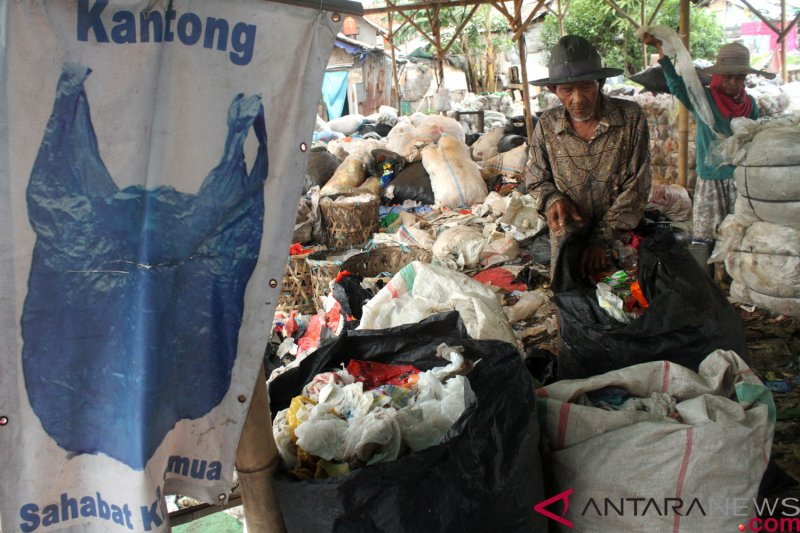 Rencana penerapan larangan penggunaan kantong plastik di sejumlah daerah  menjadi ... ba058b5571