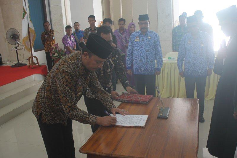 Bupati Sukamara lantik 11 pejabat administrator dan pengawas