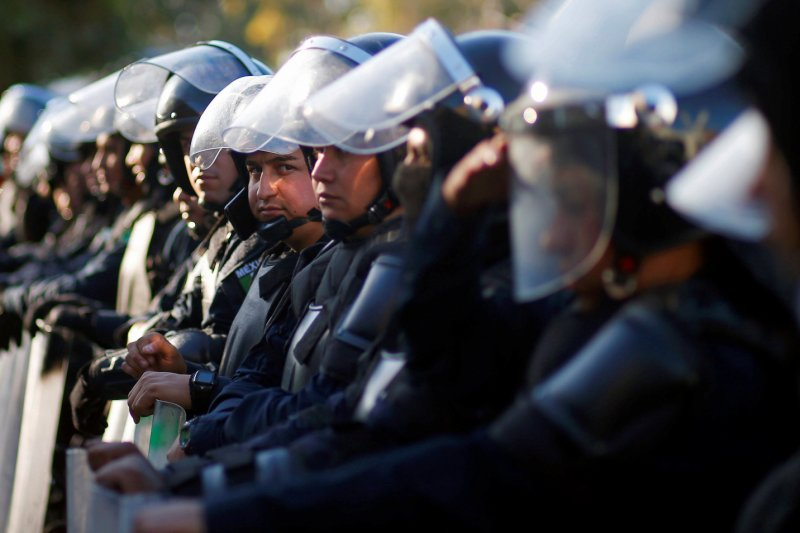Migran Amerika Tengah protes penutupan tempat penampungan Tijuana