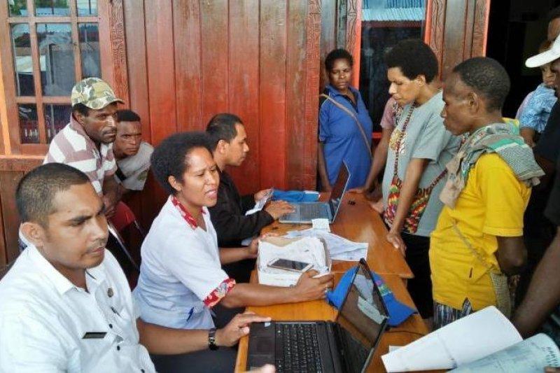Sekber bayarkan dana Bangga Papua kepada warga Asmat