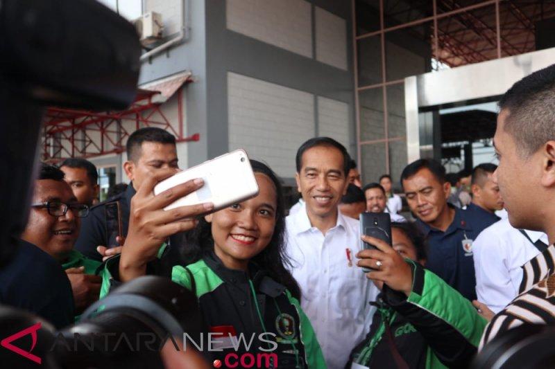 Pengemudi ojek daring berterima kasih kepada Jokowi