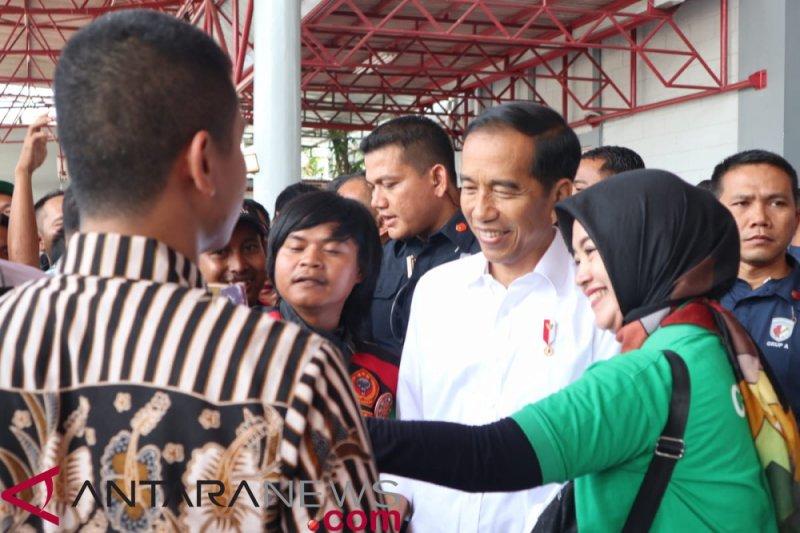 Jokowi tanggapi curhat pengemudi ojek daring