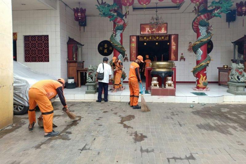 Sambut Imlek, sejumlah Vihara di Pejagalan dibersihkan