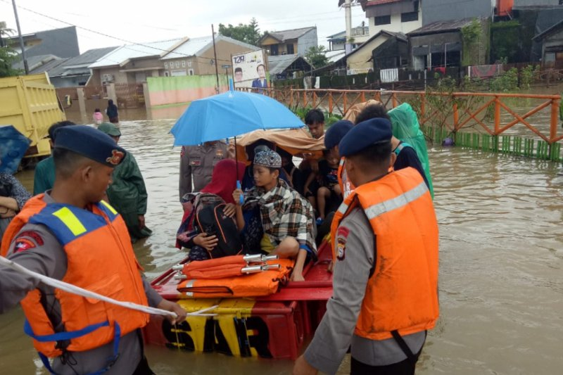SAR Brimob diterjunkan evakuasi korban banjir Makassar