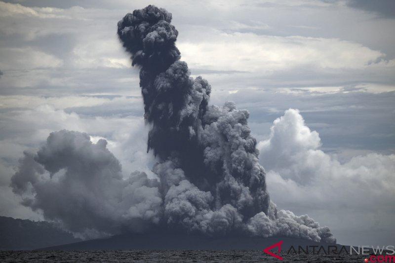 Gunung Anak Krakatau meletus, semburkan abu setinggi 1.000 meter