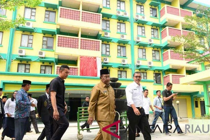 Gubernur Riau minta petugas haji mencontoh embarkasi Batam