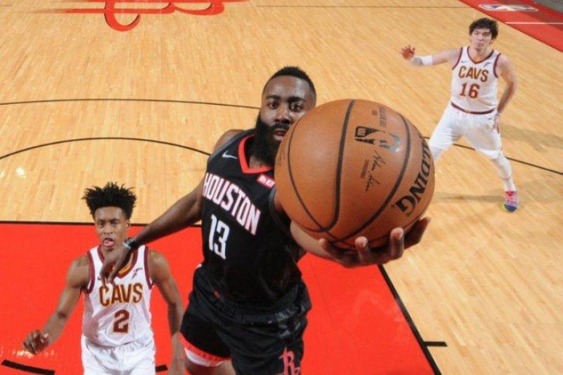 Harden ukir 43 poin saat Rockets hancurkan Cavaliers