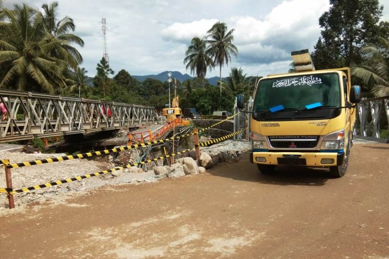 Yonif PR 328/DGH ajak mahasiswa USTJ bangun jembatan untuk PAUD Arso