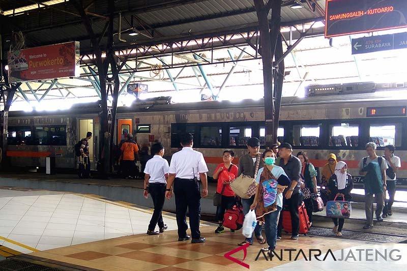 KAI resmikan perjalanan logistik menggunakan KA Barang Peti Kemas