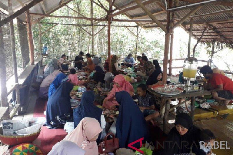 SMN Sultra dijamu tradisi makan bedulang