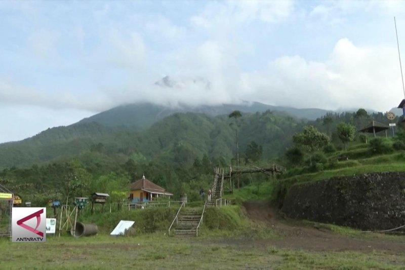 Merapi luncurkan Lava pijar lebih dari 100 kali dalam sebulan