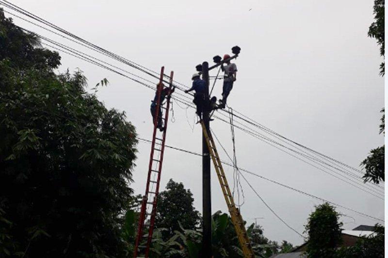 Warga utara Kota Makassar keluhkan pemadam listrik malam takbiran