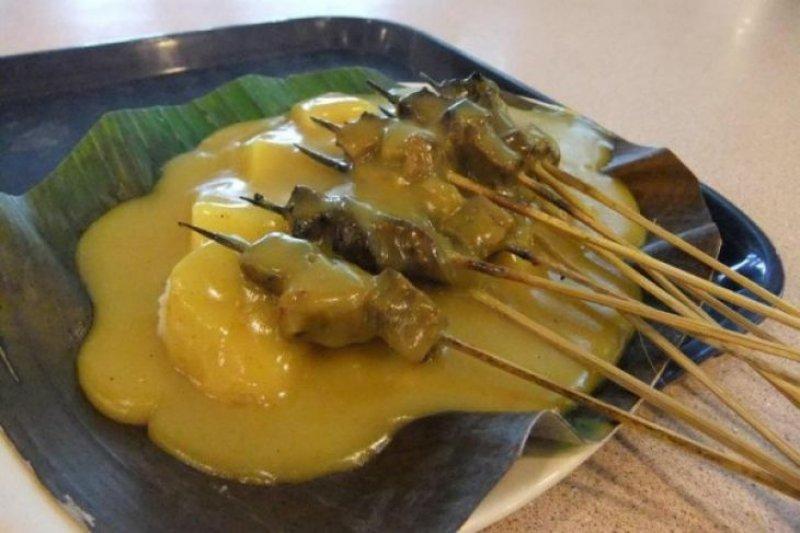 Lomba memasak sate khas Pariaman di festival Gandoriah