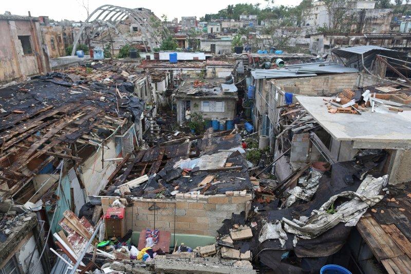 Tornado tewaskan tiga orang di Kuba