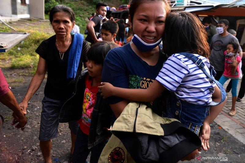 Pengungsi warga terdampak erupsi Karangetang
