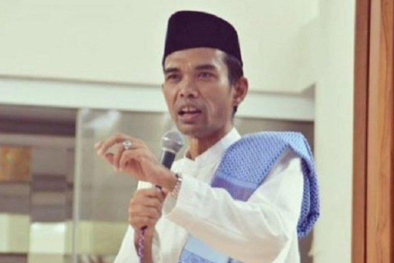 """Lembaga Adat Riau dampingi Ustaz Somad di kasus """"salib"""""""