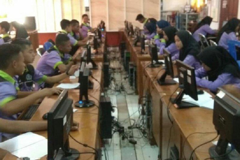 Ratusan siswa SMP di Temanggung simulasi UNBK