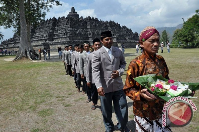"""Ruwat Rawat Borobudur"" cara lestarikan Candi Borobudur"
