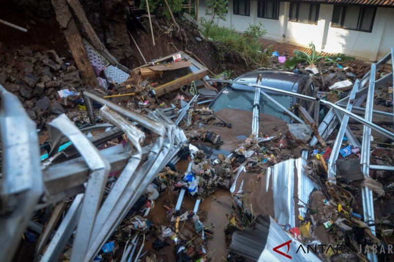 Tiga orang tewas akibat banjir bandang Kabupaten Bandung