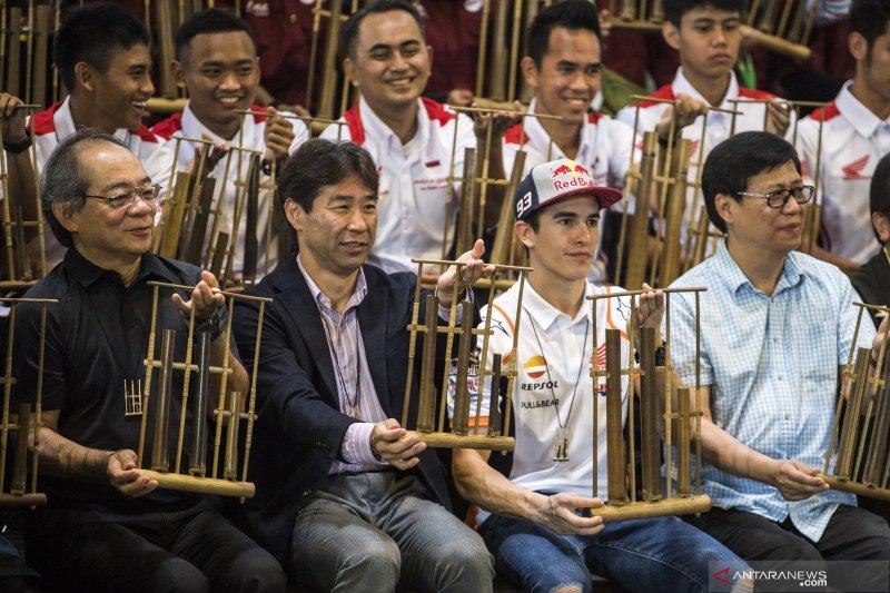 Kemarin, Marquez bergoyang diiringi angklung hingga Indonesia promosi wisata di Thailand