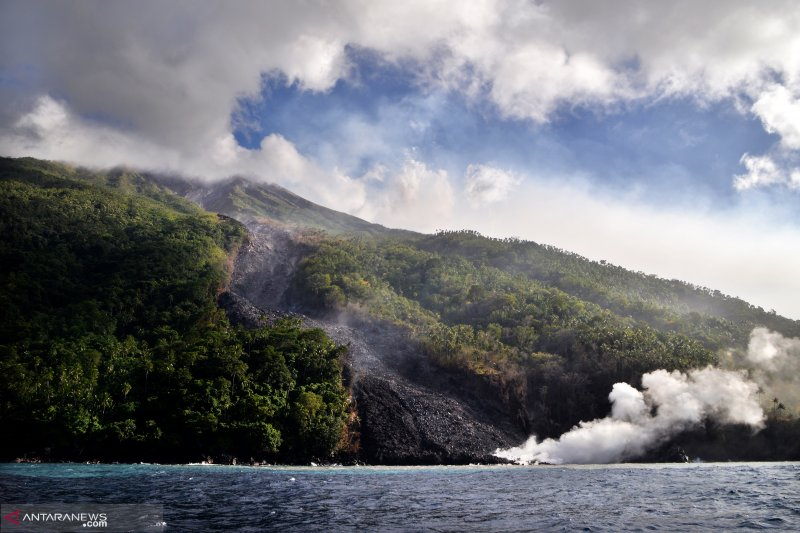 Aktivitas vulkanik Gunung Karangetang masih fluktuatif