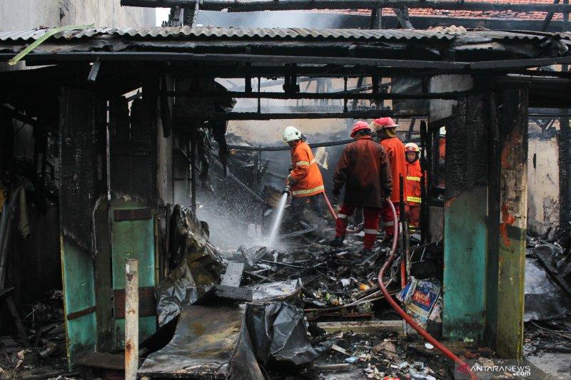 Pasar Kilometer di kawasan Tanjung Perak Surabaya terbakar